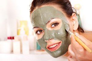 Использование глиняных масок для лица
