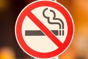 Отказ от курения для устранения кома в горле