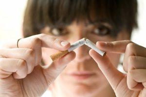 Отказ от курения для лечения изжоги