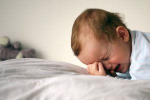 Нарушения сна и беспричинный плач при формировании никотиновой зависимости