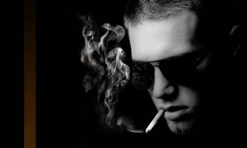 Курение сигарет Винстон