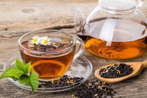 Теплый чай для устранения икоты