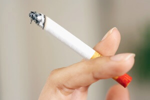 Сигарета в руках