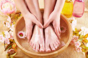 Наклеивание пластыря на чистую разогретую кожу