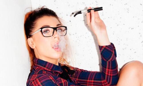 Курение электронных сигарет подростками