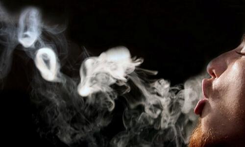 Пускание колец с помощью электронных сигарет