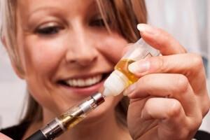 Заправка электронной сигареты жидкостью