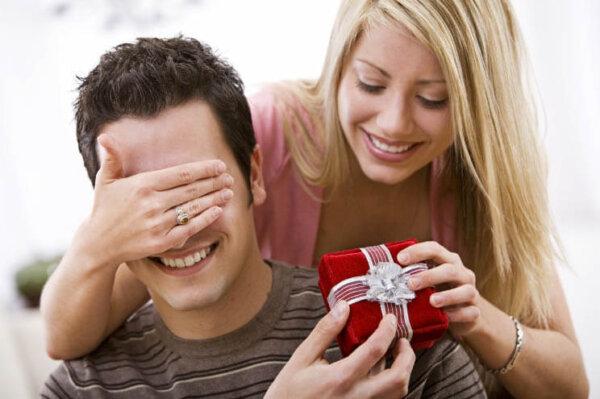 Интересные и полезные подарки для парней и мужчин на 14 октября