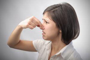 Неприятный запах изо рта у курильщиков