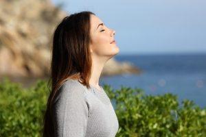 Дыхание полной грудью для восстановления легких