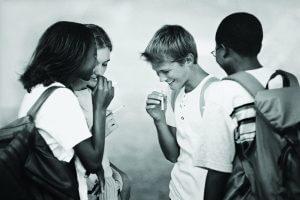 Формирование зависимости под влиянием сверстников