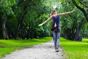 Прогулки на свежем воздухе для очищения легких от последствий курения
