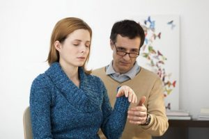 Применение гипноза для лечения зависимости