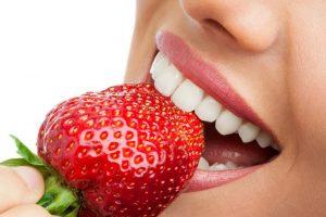 Польза употребления свежих фруктов для белизны зубов