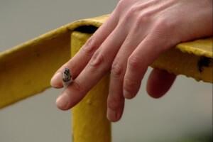 Вред курения для роста ногтей