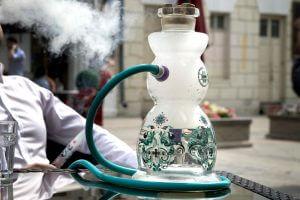 Смешивание дыма с паром в колбе кальяна