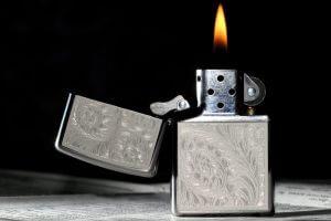 Разжигание угля в таблетках зажигалкой